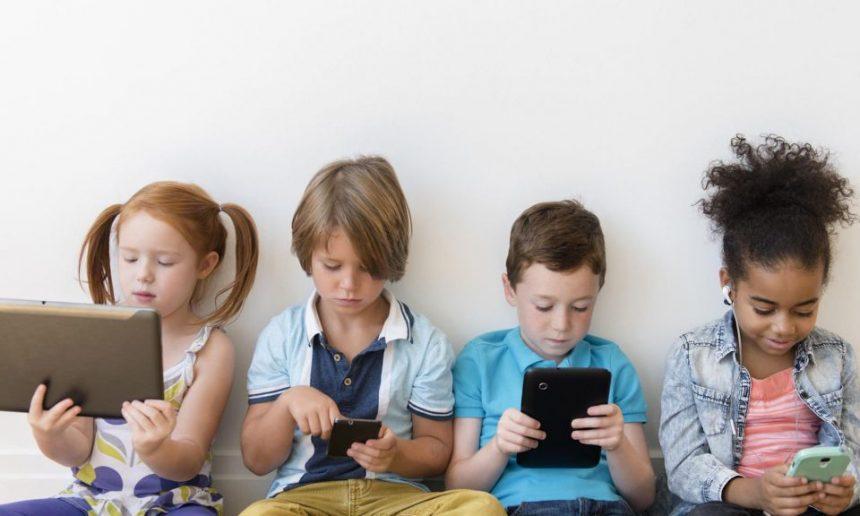 Bijak Menyikapi Gadget Pada Anak