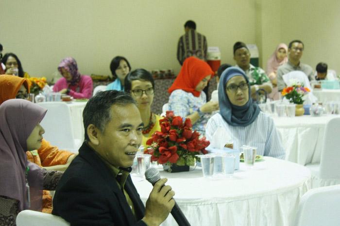 Pak Iwan, selaku moderator dalam acara morning tea kali ini