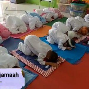 Belajar Sholat di KB/TK Islam Al Ikhlas on Youtube