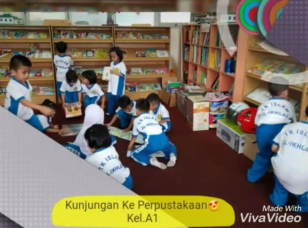 Berkunjung ke Perpustakaan Sekolah